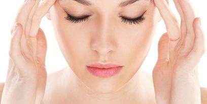 Lenti a contatto e mal di testa, ecco le 5 cause scatenanti