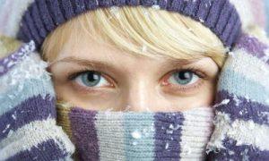 freddo lacrimano gli occhi